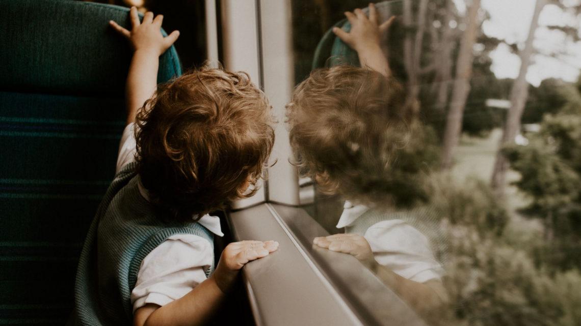 Flyv langt med børn – 4 praktiske råd